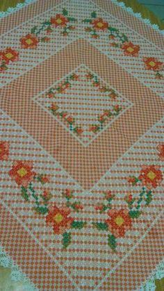 Bordado em tecido xadrez - Toalha de Mesa (Detalhes sobre o bordado... Visitar)