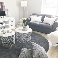 Picture could contain: living room, table and interior - Wohnkultur Wohnung - Apartment Decor Home Living Room, Apartment Living, Interior Design Living Room, Living Room Designs, Living Room Decor, Living Pequeños, Small Living, Decoration Gris, Living Room Accessories