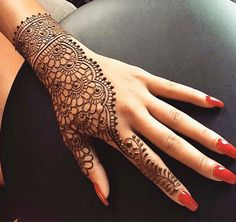 50 Most beautiful Stunning Mehndi Design (Stunning Henna Design) that you can apply on your Beautiful Hands and Body in daily life. Unique Mehndi Designs, Beautiful Henna Designs, Latest Mehndi Designs, Mehndi Designs For Hands, Henna Tattoo Designs, Bridal Mehndi Designs, Hena Designs, Henna Tutorial, Mehndi Simple