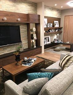 リビングルーム – クッションでアクセントコーディネート|上品なグレイのソファと、落ち着いたアクアブルーのクッションをアクセントに置いて、カジュアル過ぎない雰囲気に。 Living Room Decor, Bedroom Decor, Japanese House, Muji Style, Entertainment Room, Dining Room Design, Luxury Living, Furniture Decor, Wall Shelves