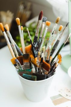 Let's explore Mixed Media Art Supplies this week! Did you know I have a Free 5-Day Video Workshop where I share all my favorites... and all my best tips! Day 1 is all about Painting Tools! Brushes for sure, but also some less conventional tools that can give really yummy results. Click to join, you will receive one video each day for 5 days and it's completely free!  Photo: @emiliebernard.photographie