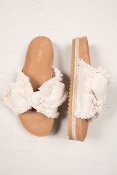 Sweet Summer Sandals To Copy Now. shoes cute sandals Sweet Summer Sandals To Copy Now New Shoes, Women's Shoes, Me Too Shoes, Dance Shoes, Pretty Shoes, Cute Shoes, Shoe Wardrobe, Summer Shoes, Summer Sandals