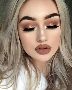Fair skin is porcelain and royal-looking, but that does not mean that there are no issues to deal with. To save you from all the troubles we suggest to your attention a full makeup guide for fair complexion Glam Makeup, Kiss Makeup, Love Makeup, Simple Makeup, Makeup Inspo, Bridal Makeup, Wedding Makeup, Makeup Inspiration, Beauty Makeup