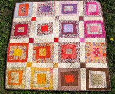 Wonky Log Cabin, with link to tutorial, too. By Antípodas, via Flickr.