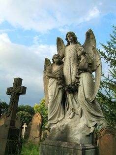 Gravesite two angels