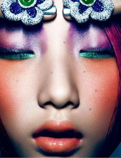Yue Ning by Shao Jia for Numero China January 2013 Dark Beauty, My Beauty, Beauty And The Beast, Beauty Makeup, Best Makeup Brushes, Best Makeup Products, Chinoiserie, Best Fashion Photographers, Real Techniques Brushes