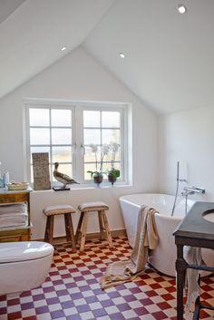 Det är stilblandningen – det eklektiska – som är sommarhusets tema - Sköna hem | skonahem | Bathroom