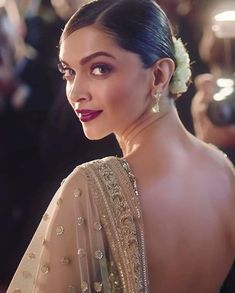 Deepika Padukone looks stunning in a Sabyasachi saree as she shoots for a Lux Beauty soap commercial for a Bangladeshi audience! Deepika Padukone Saree, Deepika In Saree, Deepika Ranveer, Ranveer Singh, Shraddha Kapoor, Ranbir Kapoor, Shahrukh Khan, Priyanka Chopra, Bollywood Celebrities