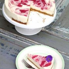 PIA KAMMEBORN Fika, Cheesecake, Deserts, Eat, Cheesecakes, Postres, Dessert, Cherry Cheesecake Shooters, Plated Desserts