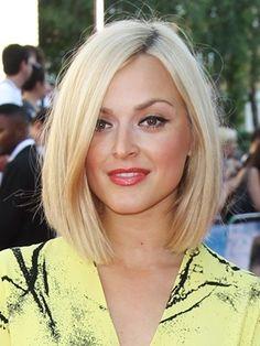 Fearne Cotton's shoulder length blonde bob - front view