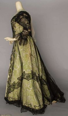 Gown (image 2)   House of Worth   France; Paris   1900-1905   silk brocade, Chantilly lace   Augusta Auctions   May 10, 2016/Lot 1161