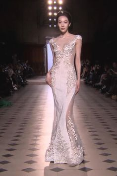 Embroidered Champagne Mermaid Evening Dress / Evening Gown with a small Train. Evening Spring Summer 2017 Couture Collection. Runway Show by Tony Ward. Grey Evening Dresses, Mermaid Evening Dresses, Evening Gowns, Gala Dresses, Couture Dresses, Fashion Dresses, Wedding Dresses, Fairy Makeup, Mermaid Makeup