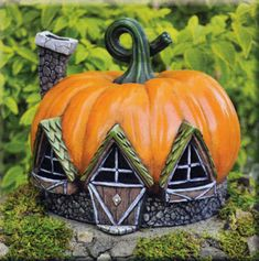 Fiddlehead Fairy Pumpkin House ... perfect for an autumn garden