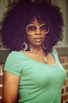 lovin' this pic of Sy Smith! that hair & those (vintage?) shades are EVERYTHING!