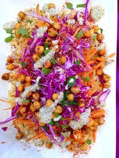 Assiette polychrome riz pois chiche carottes chou rouge sauce graines de courge