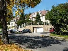 1847 előtt a terület német neve Kalvarienberg (Kálváriahegy) illetve Kreidenbruch (Krétabánya) volt. A városrész 1847-ben, Döbrentei Gábor dűlőkeresztelőjekor kapta mai nevét. Korábban ehhez a városrészhez tartozott a sokkal ismertebb nevű Rózsadomb. (A budapestiek ezt a városrészt gyakran ma is Rózsadombnak nevezik.)