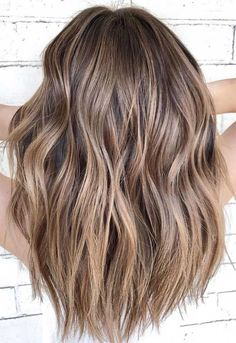 49 Beautiful Light Brown Hair Color To Try For A New Look 49 Beautiful Light Brown Hair Color To Try For A New Look <br> Had enough of your old hair color! And if you're thinking of changing your hair color? Before you hit the hair bar, be sure. Brown Hair Balayage, Blonde Hair With Highlights, Brown Blonde Hair, Hair Color Balayage, Ombre Hair Color, Light Brown Highlights, Bayalage Light Brown Hair, Blonde Wig, Balayage Highlights