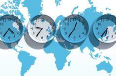時差ボケによる頭痛で夜眠れなかったり、昼でも眠いなど。海外旅行での不快な症状の解決法は早く体内時計のリズムを整えること。また質の良い睡眠をとることが大切です。海外旅行に持参したい「時差ボケ解消のアロマのバスオイルレシピ。」を紹介します。#エッセンシャルオイル#アロマレシピ#アロマテラピー#ハーブ#ガーデニング