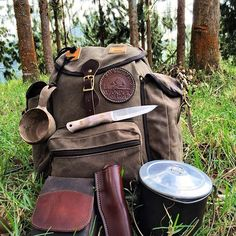 Tools for the weekend @adventuresworn @adirondackwildernessco #pocketdump #woodsman #supervivencia #wilderness #nature #survival #knives #knife #bushcraftknife #knifecommunity #fire #woodcraft #expedition #cuchillo #knifeporn #best #faca #handmade #life #live #vintage #edc #camping #outdoor #camping #nature #epic #awesome #forest #bcusafollow