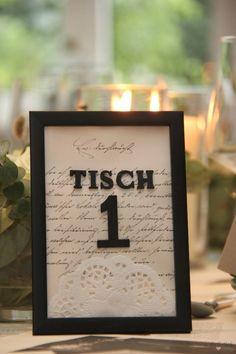 Meine Tipps für eine nachhaltige Tischdekoration zur Hochzeit - Tischlein deck dich Frame, Home Decor, Book Pages, Old Books, Getting Married, Thoughts, Tips, Picture Frame, Decoration Home