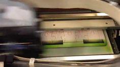 Azon DTS tasotulostin tulostaa kuvaa palapelipohjaan