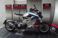 Yamaha TMax Extreme, da BRT Prototipi - News - Moto.it Tmax Yamaha, T Max, Custom Cafe Racer, Custom Bikes, Cool Bikes, Cars And Motorcycles, Motorbikes, Racing, Cool Stuff