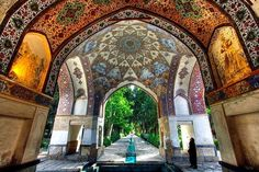 Fin Garden located in Kashan, Iran, is a historical Persian garden. Persian Architecture, Beautiful Architecture, Art And Architecture, Religious Architecture, Beautiful Buildings, Beautiful Park, Beautiful Gardens, Beautiful Places, Teheran
