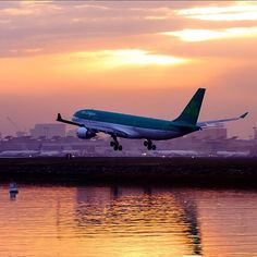 Thanks to Gene Delaney for sharing this gorgeous shot of St. Mella arriving in Boston #aerlingus #a330