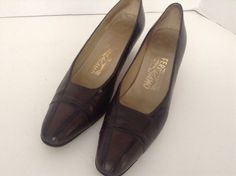 Salvatore Ferragamo Womens Brown Leather  Classic Pumps Size 8 AA Made In Italy #SalvatoreFerragamo #PumpsClassics