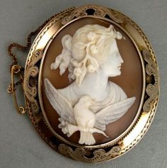 LARGE-VICTORIAN-9CT-GOLD-BROOCH-WITH-CARVED-SHELL-CAMEO-OF-EOS-AURORA-c-1880s