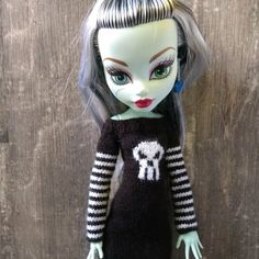 """Monster High 17 inch doll clothes. Hand-knitted dress with long striped sleeves and Cthulhu skull. Knitting & crochet for 17 """"MH dolls"""