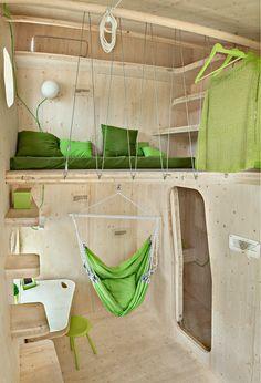【離れの子供部屋(またはワークスペース)】わずか10平方mの全部入りワンルームハウス | 住宅デザイン