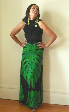 Love the green glow .it just makes it authentic 😊😊 Samoan Designs, Polynesian Designs, Island Wear, Island Outfit, Tropical Outfit, Tropical Fashion, Samoan Dress, Native American Fashion, Tahiti