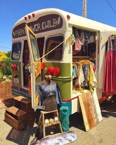 The best hippie van ever! ✌️🌈 Pic taken from the van 🌸💕 ✨ Happy hippie vibes! Hippie Style, Combi Hippie, Hippie Bohemian, Hippie Chic, Bohemian Style, Hippie Camper, Bohemian House, Bohemian Fashion, Pop Up Shop