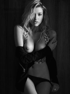Beautiful b&w images of stylish woman. The site contains adult content. Please make sure it's legal...