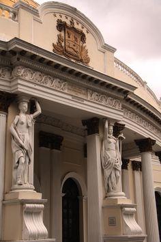 pilares del palacio de congreso nacional o asamblea nacional de Venezuela.