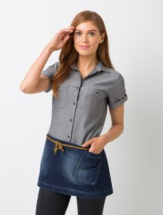 Cargo Crew's Workers Waist Apron is detailed with a sturdy statement angled pocket and genuine rope apron straps ensuring a durable and practical finish.
