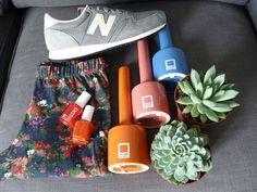 Sneakers (New Balance 420) - Legging (PullandBear) - Nail lacquer (Essie) - Vases (Pantone)