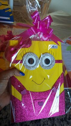 Cd Crafts, Diy Arts And Crafts, Crafts For Kids, Paper Crafts, Foam Sheet Crafts, Foam Crafts, File Decoration Ideas, Minion Gifts, Diy Notebook Cover