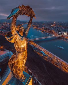Statue of Liberty in Budapest, Hungary Most Beautiful Cities, Wonderful Places, Lonly Planet, Wachau Valley, Europe Centrale, Hungary Travel, Budapest Travel, Belle Villa, Best Cities