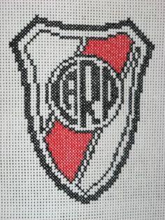 escudo de cuadros escudos de futbol bordados panamina,hilos perle,enmarcado artesanal bordado a mano,punto cruz