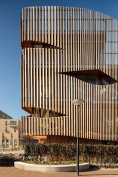 GG-loop wraps Freebooter apartments with cedar louvres Futuristic Architecture, Facade Architecture, Landscape Architecture, Library Architecture, Amsterdam Apartment, Timber Screens, Timber Cladding, Commercial Architecture, Facade Design