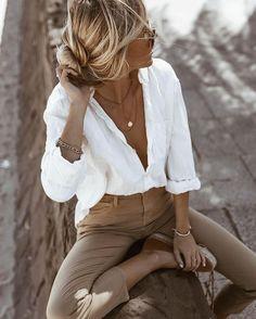 The perfect white shirt - Mode Damen - Best Outfits Style Fashion 2020, Look Fashion, Womens Fashion, Fashion Tips, Fashion Style Women, Street Fashion, 2020 Fashion Trends, Travel Fashion, Winter Fashion