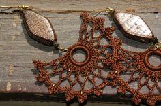 Crocheted Brown Fan Shaped Earrings by lindapaula on Etsy- Pendientes de ganchillo en color marrón.