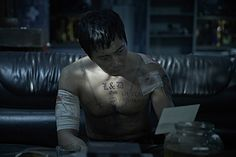 """Jang Dong Gun as Gon in """"No Tears for the Dead (2014)"""" movie"""