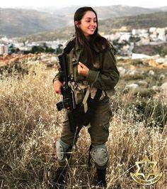 IDF - Israel Defense Forces - Women.✡ Idf Women, Military Women, Israeli Girls, Powerful Pictures, Brave Women, Military Girl, Female Soldier, Girls Uniforms, Warrior Princess