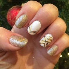11 Gorgeous Holiday Nail Ideas to Try This Year