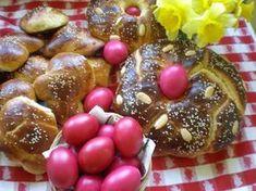 Τσουρέκια συνταγή της ΒΕΦΑΣ ΑΛΕΞΙΑΔΟΥ Greek Easter, Holiday Baking, Pretzel Bites, Caramel Apples, Food Inspiration, Sugar, Bread, Traditional, Fruit