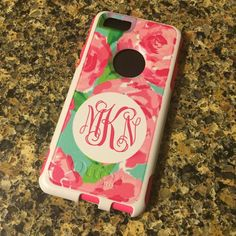 This adorable monogrammed designer inspired pattern phone case is available in your choice of OtterBox Commuter or OtterBox Defender series case! Protect your iPhone and show off your monogram in style. Available for iPhone 5/5S, 5C, 6, 6 Plus, Samsung Galaxy S4 & S5.