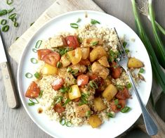Varkensblokjes zoet-zuur met bulgur | 15gram Foodbox Kung Pao Chicken, Couscous, Potato Salad, Food And Drink, Potatoes, 27 April, Ethnic Recipes, Afrikaans, Bulgur